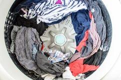 衣裳用机器制造洗涤 库存照片