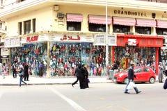 衣裳的著名街市在开罗在埃及 库存图片