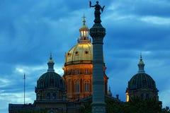衣阿华状态国会大厦圆顶在晚上 图库摄影