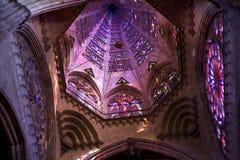 补偿圆顶玻璃被弄脏的寺庙 免版税库存照片