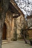 补救偏僻寺院的进口在锡丰特斯 建筑学,宗教旅行 免版税库存图片