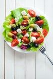 滋补新鲜的沙拉用希脂乳和橄榄 免版税库存照片