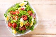 滋补沙拉的大角度看法用鸡蛋 库存图片