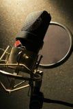 补白话筒记录声音工作室 免版税库存图片