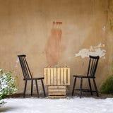 表和两把椅子在墙壁附近 库存图片