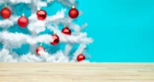 表和圣诞树 免版税库存图片