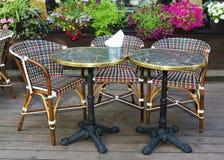 表和椅子在夏天咖啡馆 库存照片