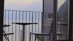 表和椅子在阳台i 股票视频