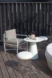 表和椅子在露台 库存照片