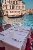 表在一家餐馆在威尼斯 免版税库存图片