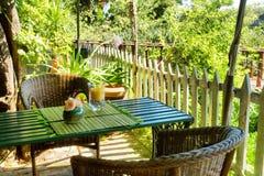 表在室外泰国餐馆 免版税图库摄影