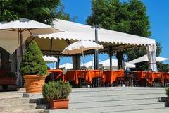 表在室外餐馆在圣马力诺堡垒  免版税库存图片