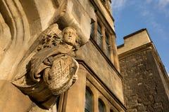 代表天使的中世纪哥特式雕塑用长的头发 免版税库存图片
