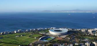 从表山的开普敦体育场鸟瞰图与美丽 免版税库存照片