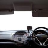 仪表板看法在白色的一辆汽车,与裁减路线 库存图片