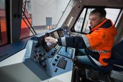 仪表板` s客舱现代高速电力机车EP-2 免版税库存照片
