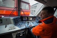 仪表板` s客舱现代高速电力机车EP-2 免版税库存图片