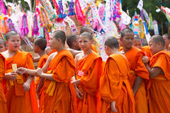 表现寺庙的泰国初学者 库存图片
