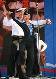 表现艺术家、战士歌曲的独奏者和舞蹈家和西北军区的舞蹈合奏 免版税库存照片