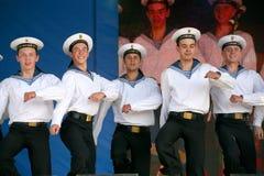表现艺术家、战士歌曲的独奏者和舞蹈家和西北军区的舞蹈合奏 免版税库存图片
