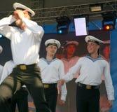表现艺术家、战士歌曲的独奏者和舞蹈家和西北军区的舞蹈合奏 库存图片