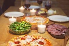 表用各种各样的食物服务 免版税图库摄影