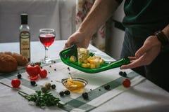 表用被传统化的食物 免版税库存照片