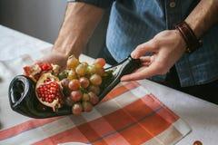 表用被传统化的食物 免版税库存图片