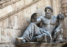 表示尼罗河的雕象 图库摄影