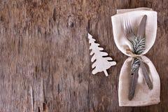 表设置了与一个冬天,圣诞节装饰 图库摄影