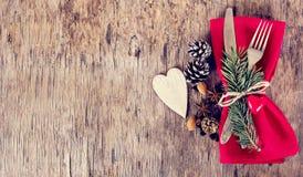 表设置了与一个冬天,圣诞节装饰 免版税库存图片