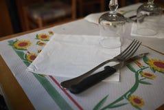 表设置在餐馆 免版税库存图片
