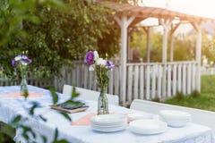 表设置户外食物庆祝集会概念 图库摄影