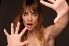表达式恐惧女孩紧急年轻人 免版税图库摄影