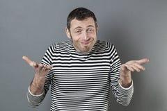 表达怯懦的40s的人无忧无虑的责任 免版税图库摄影