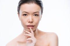 表达浪漫年轻韩国的妇女她的柔软 库存图片