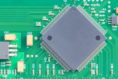 表面挂接技术(SMT)微芯片 免版税库存照片