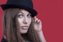 表面查找妇女的帽子看起来 免版税库存照片