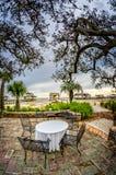 表&椅子在墨西哥湾海岸 库存照片