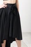 黑衬衣和裙子的Fashionista 免版税库存图片