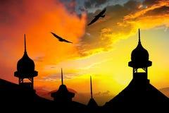 以衰落为背景的清真寺例证 免版税库存图片