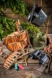 袋子、子弹和帽子在狩猎小屋里 免版税库存图片
