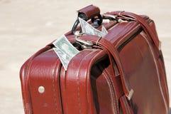 袋子充分的货币老路 免版税库存图片