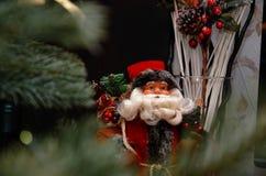 袋子克劳斯礼品圣诞老人 圣诞节小雕象 免版税库存照片