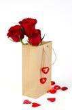 袋子华伦泰玫瑰 库存照片