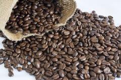 黄麻袋子和咖啡豆II 免版税库存照片