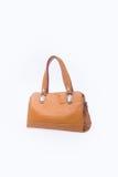 袋子或棕色皮革妇女提包在背景 库存图片