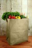 袋子杂货在一个木板条的产物项目 库存照片