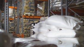 袋子用在一个大工业仓库里面的糖 免版税库存照片