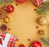 袋子看板卡圣诞节霜klaus ・圣诞老人天空 圣诞节装饰装饰新家庭想法 抽象空白背景圣诞节黑暗的装饰设计模式红色的星形 库存图片